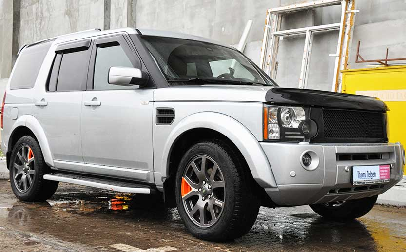 Land Rover Discovery 3 с покрашенными дисками